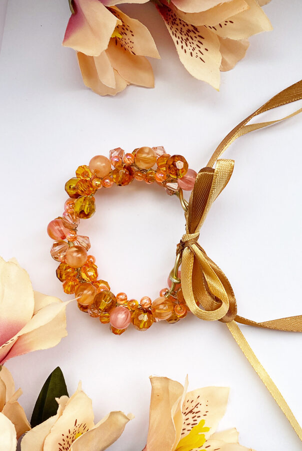 Ievas Sutugovas orandža rokassprādze