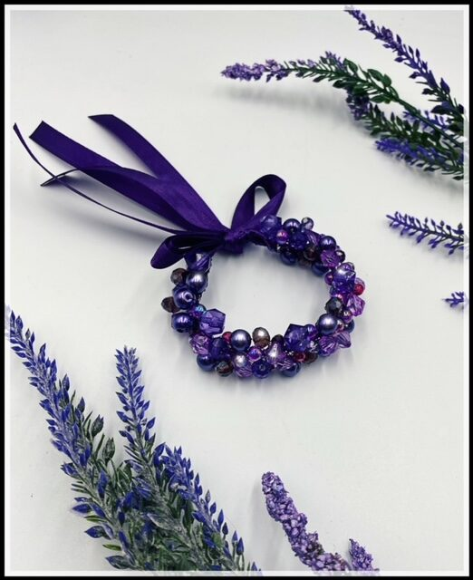 Ievas Sutugovas violeta rokassprādze