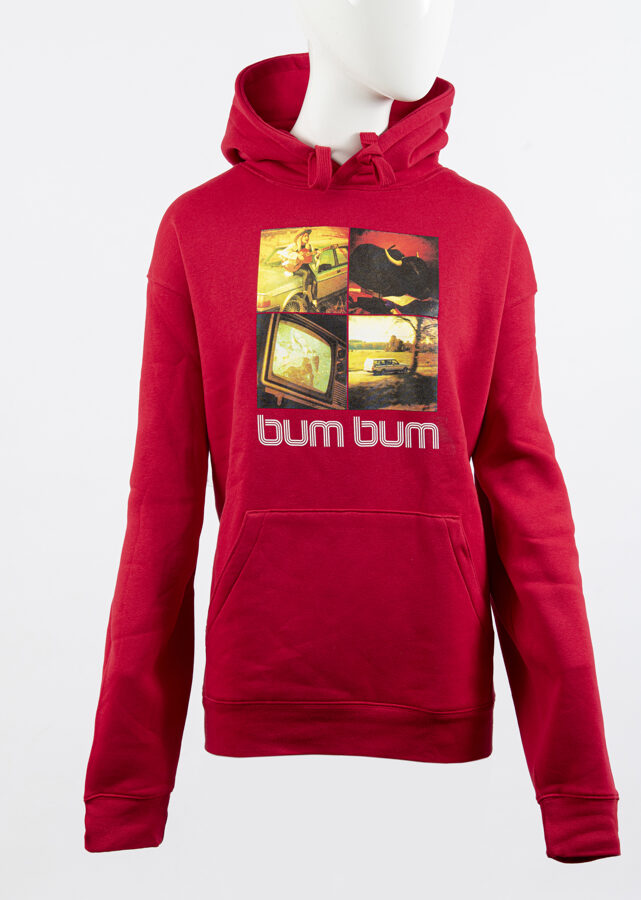 Aijas Andrejevas sarkanais hoodijs ''bum bum''